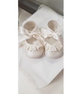 Zapatos de bautizo niña.
